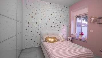 עיצוב פנים וילה במפלס אחד בעשרת מיטת ילדה