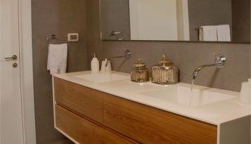 עיצוב פנים אדריכלי בשוהם ארון אמבטיה ססגוני