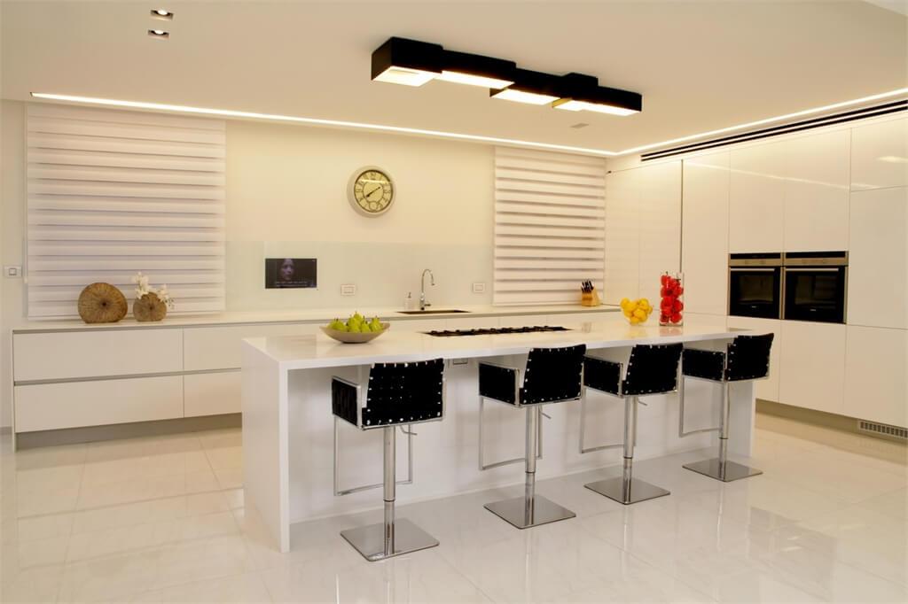 מטבח בר מעוצב כחלק מעיצוב הפנים בבית