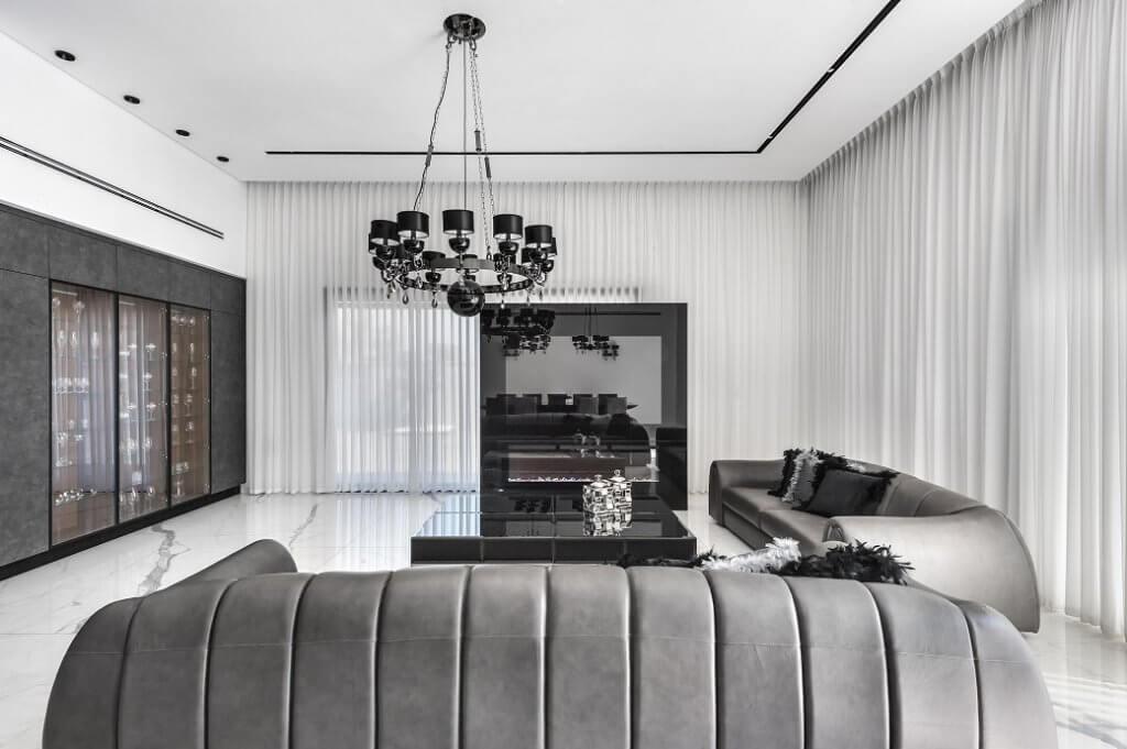 סלון בגווני אפור מעוצב על ידי קינן אדריכלים